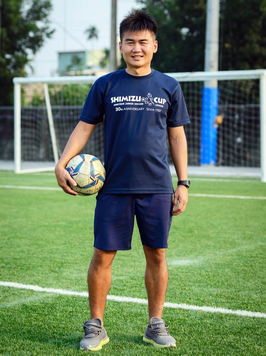 長治國中足球隊教練陳佳坤在一場車禍中身亡,師生都相當不捨。(長治國中提供/林和生屏東傳真)