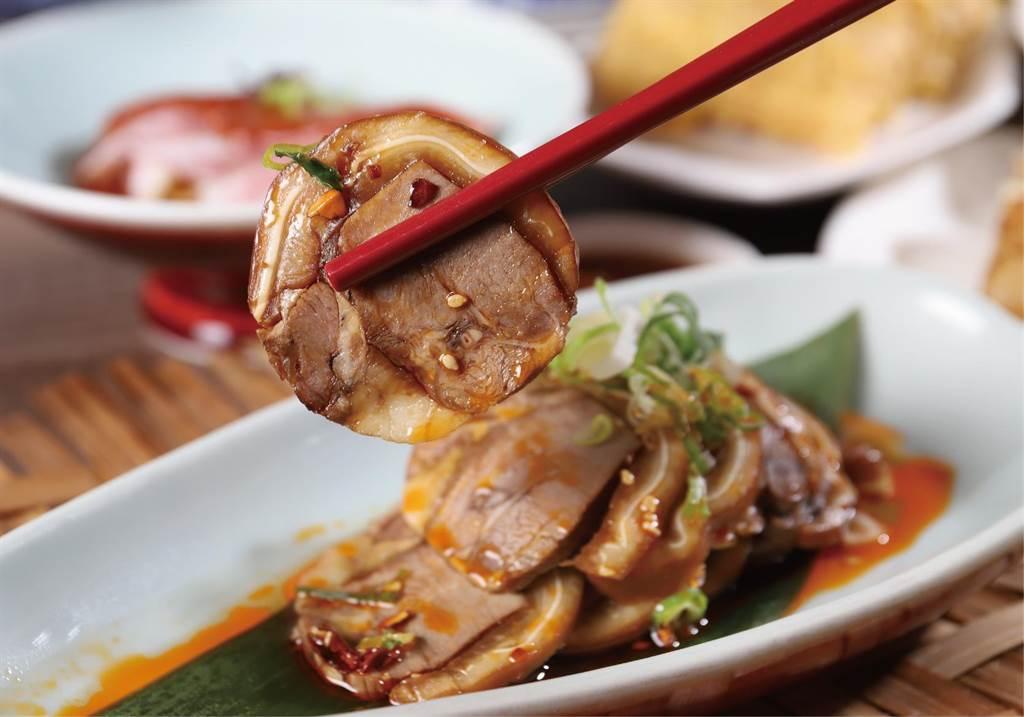 主厨手工特制「红油悄悄话」,结合猪舌与猪耳朵搭配红油,麻香微辣非常开胃。(凯达大饭店提供)