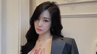Tiffany緊身衣搭性感短裙 對鏡自拍辣洩腿根黑影惹火曲線
