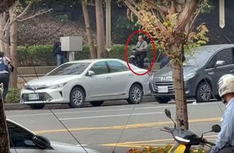 【高雄槍戰】渾然不覺 警開19槍擊斃綁匪 阿北悠哉騎單車路過