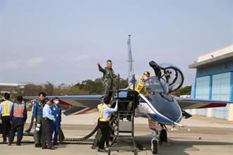 新式高教機原型機-勇鷹號A1及A2研發試飛測試 2日首度公開亮相