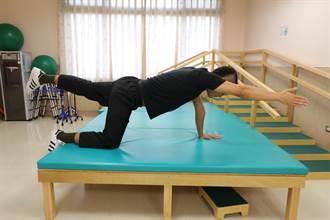 小學生長期喊腰酸背痛  竟是脊椎側彎作怪