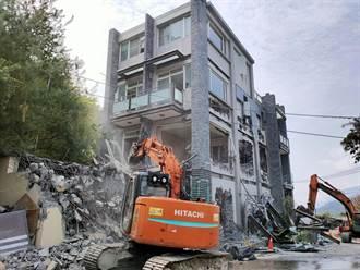 清境4層樓違建民宿 縣府大執法強制拆除