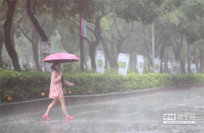 今天一早雨下超大,讓網友們驚呼:以為颱風來了。(示意圖 資料照)