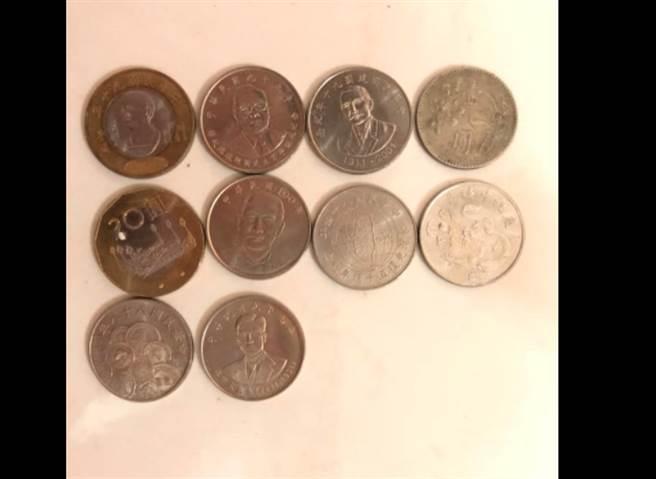 網友分享以前當店員的時候,曾收到各種特別的硬幣。(圖/翻攝自外送員的奇聞怪事)