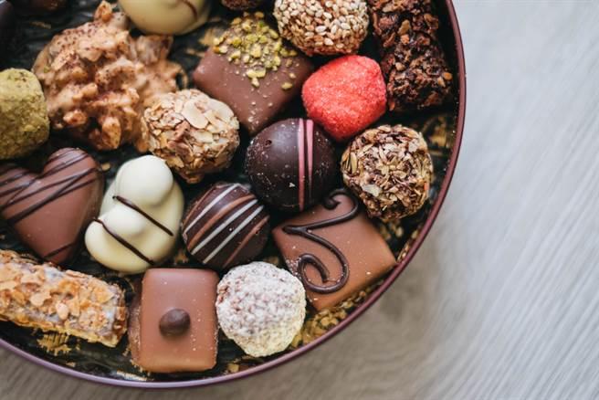 食藥署表示,明年1月1日起,凡添加植物油超過總重量5%的巧克力產品,不得以巧克力為名。(達志影像/shutterstock)