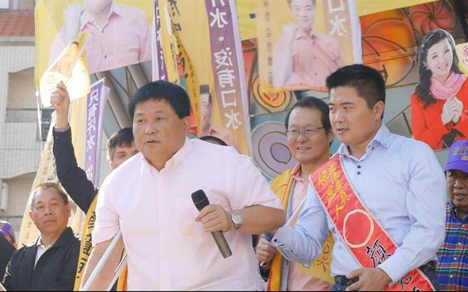 鎮瀾宮董事長顏清標與兒子顏寬恒。(圖/本報資料照)