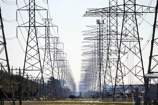 德州暴風雪導致大斷電的影響仍持續發酵,當地最大、最老牌的供電商布拉索司電力公司(Brazos Electric Power Cooperative)因為無力支付高達21億美元(約新台幣585.2億元)的帳單,於1日宣告破產。(圖/美聯社)