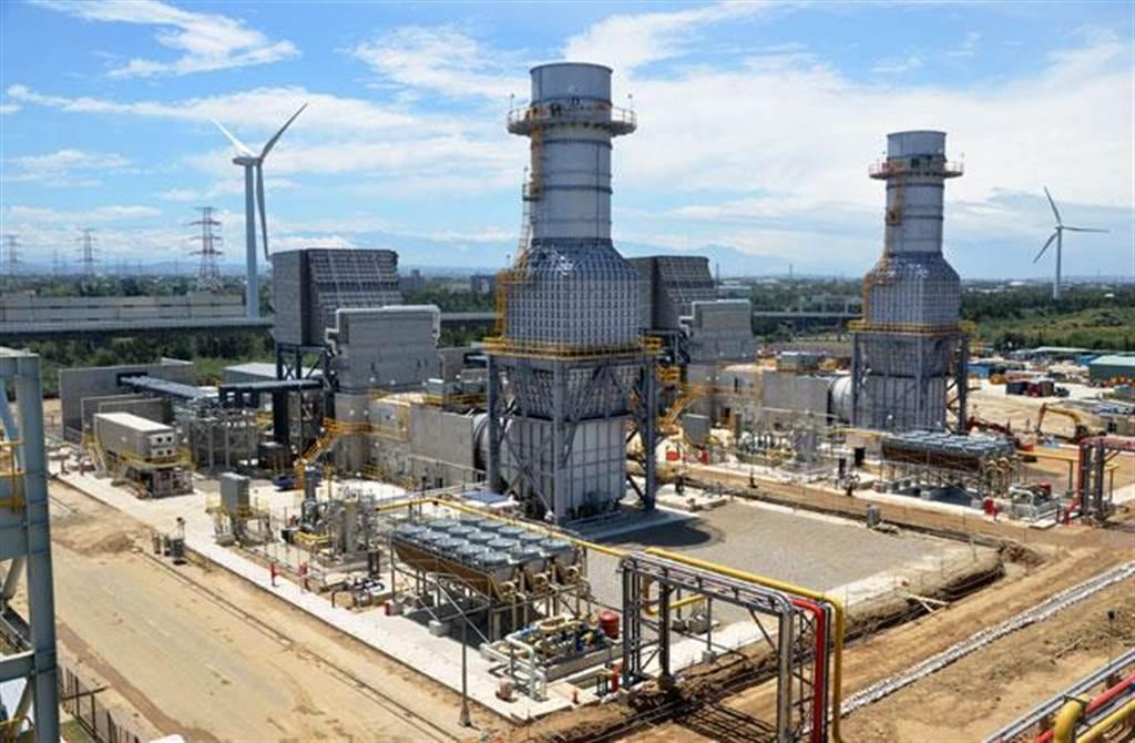 大潭電廠2017年六部機組全跳電,曾造成全台大跳電,如今中油要在大潭藻礁旁邊,興建一個天氣然接收港。(資料照片 賴佑維攝)