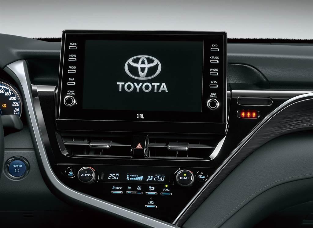 Camry升級搭載9吋觸控式影音主機附原廠衛星導航系統,輔以Apple Carplay及Android Auto智慧型手機連結功能。