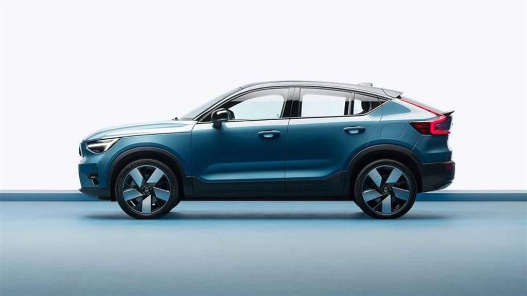 Volvo C40 電動轎跑新發表:流線時尚的運動風格,滿電續航 420 公里能 OTA 升級