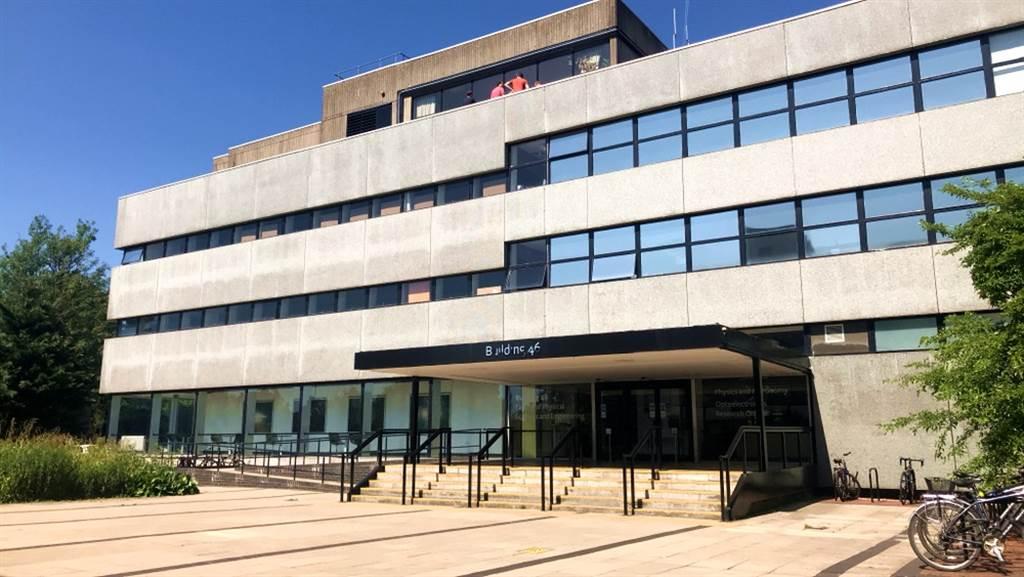 旅居英国、在南安普敦大学(University of Southampton)授课的大陆籍讲师王鹏(Peng Wang,音译)2月底在路上慢跑时,莫名奇妙遭到4名年轻白人男子辱骂「中国病毒滚蛋」,还被爆打到满脸是血。图为南安普敦大学大楼。(资料照/shutterstock)