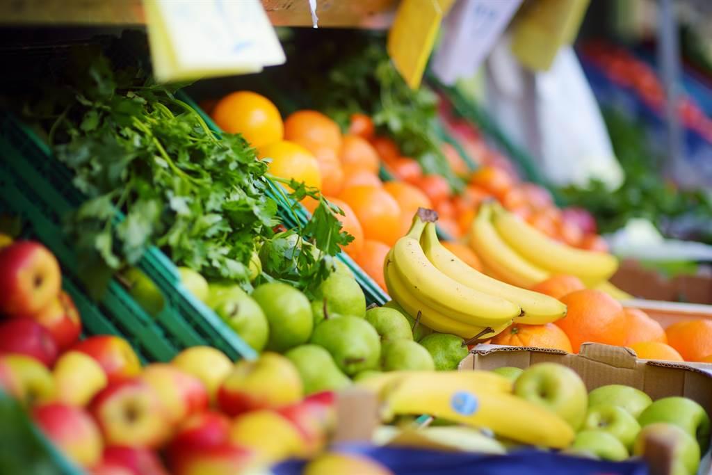有網友經過一家水果攤時,發現老闆將椪柑排成「金字塔」。(示意圖/達志影像)