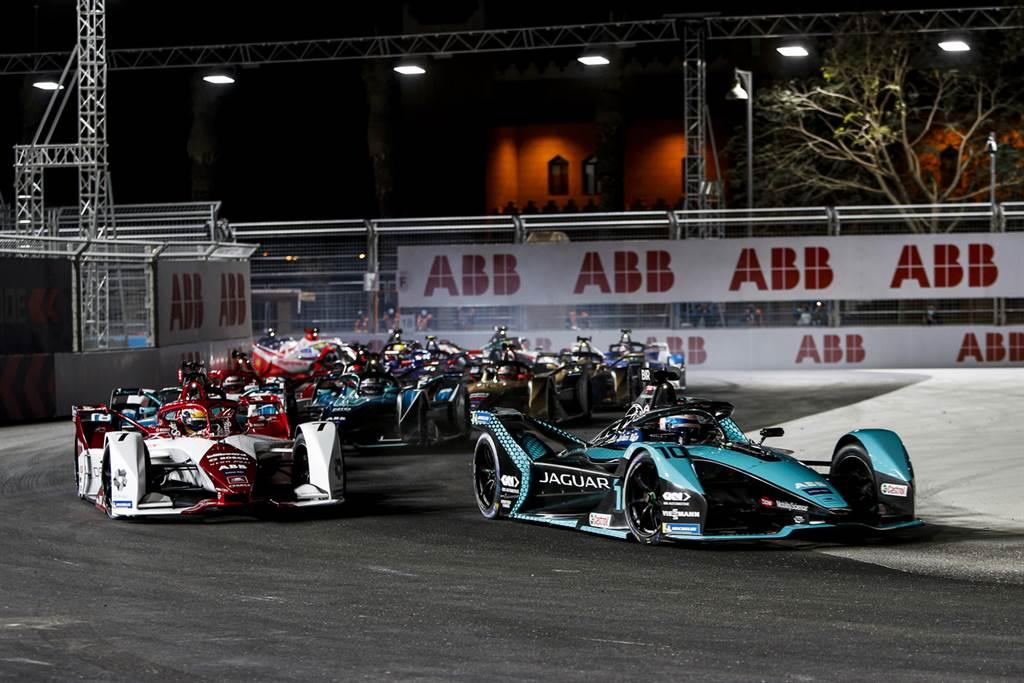 Sam Bird獲得世界電動方程式第二輪Diriyah夜賽分站冠軍,同時也是他為Jaguar Racing搏得的首場勝利。