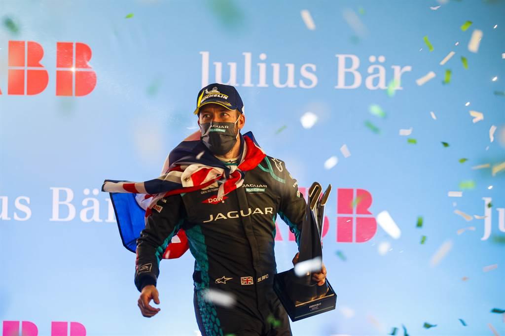 Jaguar Racing車手Sam Bird表示:「這份榮耀屬於每個人,不是僅止於賽道現場的人,而是包含此一比賽團隊中在Jaguar廠區競競業業的每一位夥伴。」