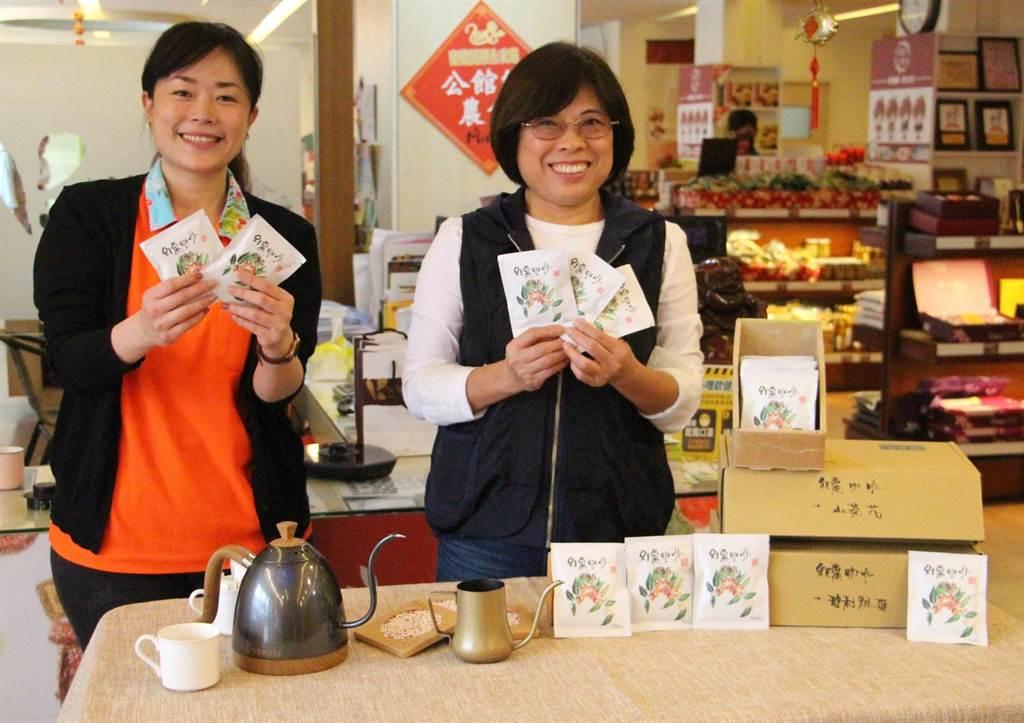 公館鄉農會與創業青年合作,精選的玻利維亞、衣索比亞山茶花咖啡豆搭配公館紅棗,推出「紅棗咖啡」。(何冠嫻攝)