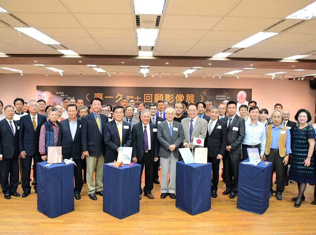 屏科大1日起举办「台湾水产养殖之父」中研院院士廖一久回顾影像展,表彰他对台湾的贡献。(潘建志摄)