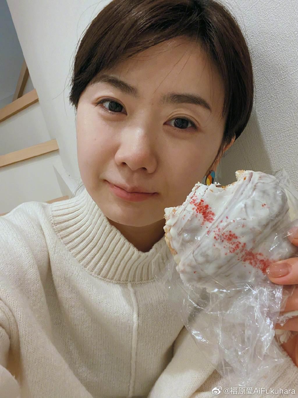 福原愛被指因婚姻問題,體重驟降、情緒低落。還被日本電視台工作人員發現她臉上少有笑容。(取自福原愛微博)