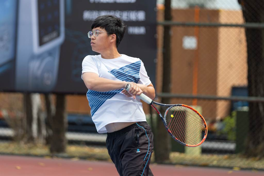 姜睿宏深受熱愛網球的父親影響,也成為網球選手。(海碩整合行銷提供)