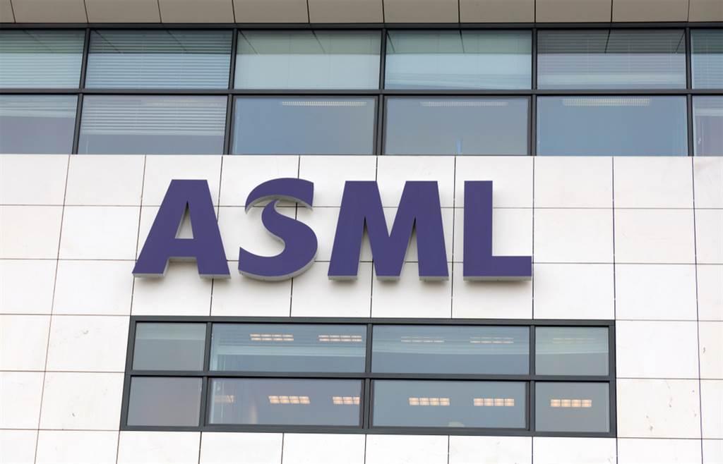 中芯國際公告,與ASML簽下12億美元的訂單。(圖/達志影像)