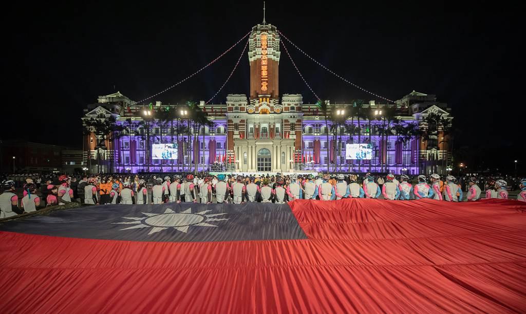 「自由之家」在2021年全球自由度調查報告中,評定台灣總分較去年增加1分,以94分的成績,成為亞洲僅次於日本的自由國家。(圖/總統府)