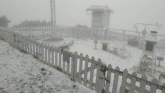 東北季風發威 玉山飄三月雪