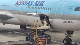 首批AZ疫苗到手 韓航10時25分運抵桃園機場