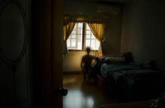 男大生遇房東太太好心天天送宵夜 他試喊兩字意外揭開驚悚真相