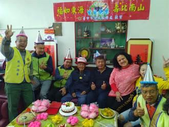 台中市榮民服務處歡度潭子區榮民吳耀連百歲壽誕