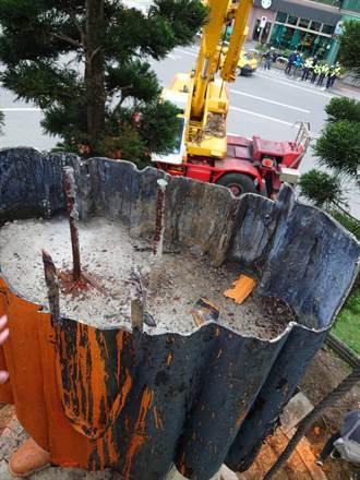 基隆蔣公銅像下半身灌混凝土、鋼筋 老師傅:第一次見到