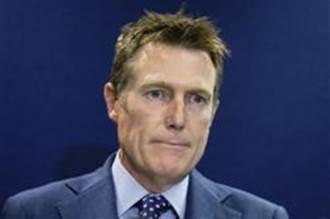 遭控33年前性侵同学 澳洲司法部长否认指控坚拒辞职