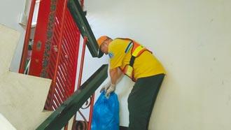 台北清潔員代收垃圾 長者喊讚