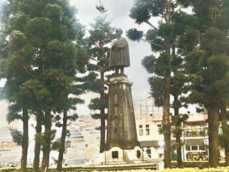 基隆圓環蔣公銅像 今移至慈湖
