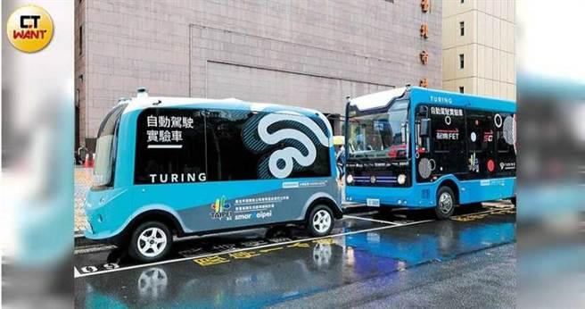 5G上路後,帶動5G自駕巴士的發展,成為智慧交通服務的重要通訊橋梁。圖為北市5G自駕巴士。(圖/馬景平攝)