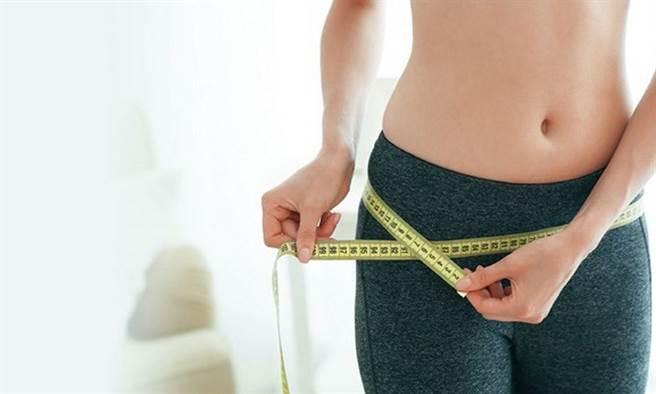 斷食加運動沒成效?營養師提醒:要注意總熱量。(示意圖/Shutterstock)