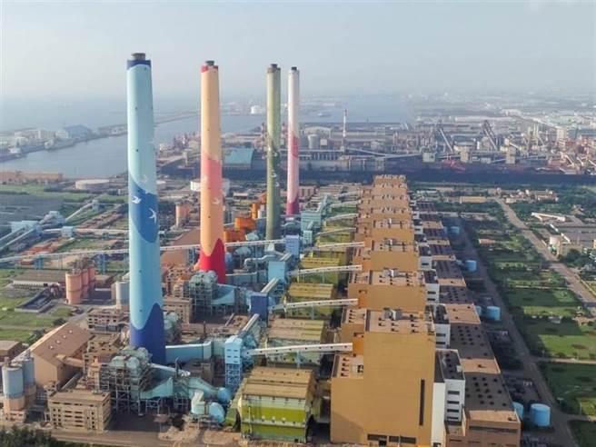 經濟部長王美花表示,「三接」若喊卡或延宕,台中及高雄減煤的努力會走回頭路,圖為台中火力發電廠。(台電提供/陳淑芬台中傳真)