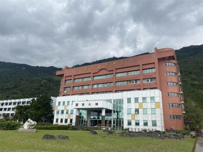 位於花蓮台灣觀光學院財務狀況每況愈下,校方董事會上月中旬決議下學期將停辦,恐淪為實際走入停辦的第8間大專校院。(羅亦晽攝)
