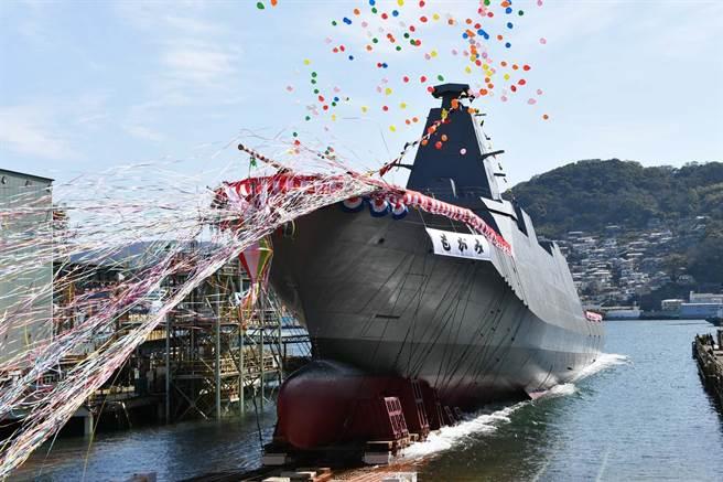 在延宕數個月後,日「最上號」護衛艦終於下水。(圖/海上自衛隊)