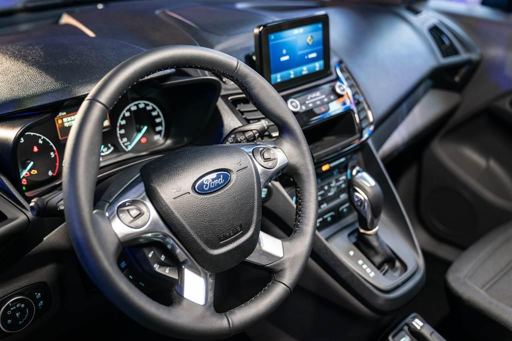 The All-New Ford Tourneo Connect旅玩家極簡內裝布局蘊藏人性化設計思維。
