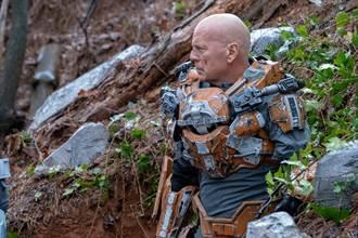 布魯斯威利變身戰鬥鋼鐵人 力抗外星活屍