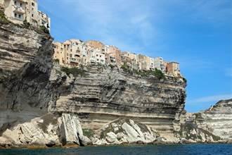 最天險的古城 三面都是懸崖 百戶居民住在一塊巨石上
