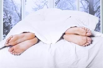 男女「蓋棉被純聊天」機率有多大 過來人曝慘痛經驗