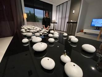 邱俞凤艺术展 无形无色白瓷土激盪千姿百态