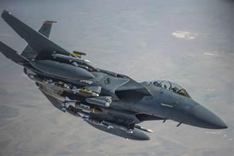 F-15E戰機兼差送貨 龐大酬載量可運送炸彈