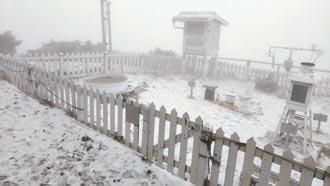 東北季風發威 玉山飄3月雪