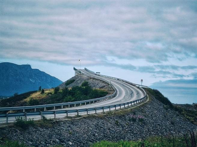 從北京過來的京台高速公路,最末端到福建平潭後形成斷頭狀態,大陸稱此為通往跨越台灣海峽的通道預留開口。(圖/網路)