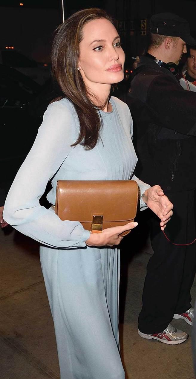 好萊塢女星安潔莉娜裘莉發現自己遺傳BRCA1基因突變後,選擇預防性切除乳房、輸卵管、卵巢。(圖/Celine提供)
