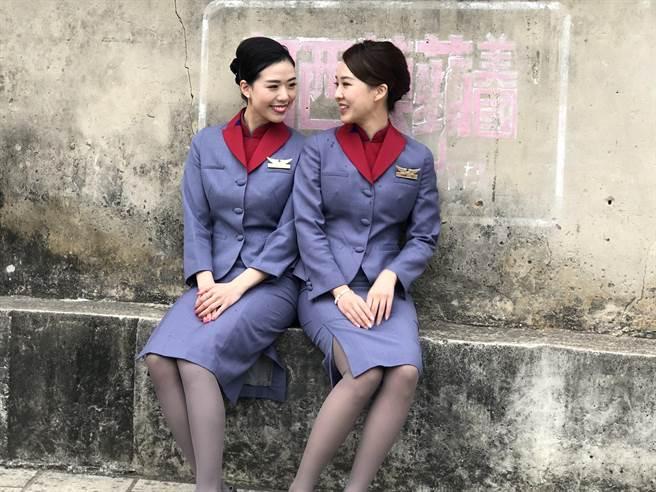 高顏值空姐、空少化身網美遊客,用她們不一樣的視角玩轉金門,在穿梭來去中放送歡笑,讓春遊金門成為國旅的新亮點。(李金生攝)