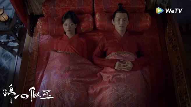 鍾漢良、譚松韻在《錦心似玉》又甜又虐。(WeTV)