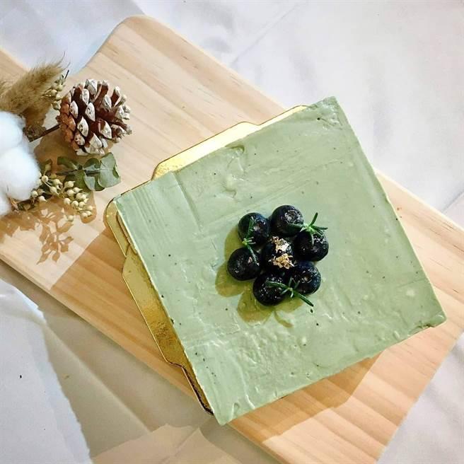 鄧建緯求新求變,將螺旋藻加入甜點,一炮而紅。(讀者提供)